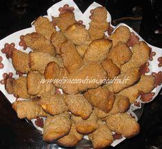 Dolci biscotti con mandorle tostate e delizioso Moscato di Terracina Passito DOC