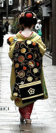 #japan #kimono #kyoto I love the design of that obi.