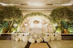 Wedding altar pure white and scenic green inspiration | Project by Luciole Photography http://www.bridestory.com/luciole-photography/projects/wedding-rio-vbee
