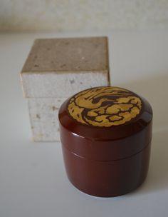 Japanese natsume tea caddy, red and gold urushi lacquered fubuki natsume