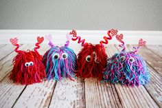 17 ridiculouslyl cute Valentine's Day crafts for kids. Lots of easy to make Valentine's Day kids crafts! Love all these simple kids craft ideas. Valentine's Day Crafts For Kids, Valentine Crafts For Kids, Craft Day, Valentines Diy, Diy For Kids, Holiday Crafts, Yarn Crafts Kids, Valentinstag Party, Yarn Monsters