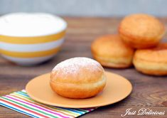 Šišky s džemom Donuts, Hamburger, Kiwi, Bread, Party, Food, Basket, Frost Donuts, Beignets