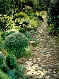 HAVETID. cobble path