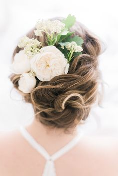 Wedding hair updo with white rose flower comb | Kaitlin Maree Photography