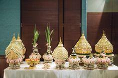 งานแต่งแบบไทย สีชมพู พีช และ งานเลี้ยงค่ำ สีขาว ธีม Rustic Garden สวน ดอกซากุระ เพิ่มความหอมหวานด้วย ของชำร่วย น้ำตาลกรวด | อ่านต่อ sodazzling.com