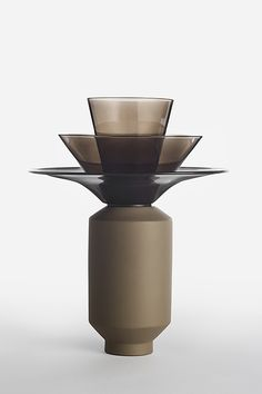 Shade Light / Table Light Kiss the Design Galerie Lausanne Table Light Materials: Borosilicate Glass and Ceramic Vase Centerpieces, Vases Decor, Nendo Design, Lamp Inspiration, Cosmetic Display, Bauhaus Design, Architecture Collage, Lounge Design, Pots