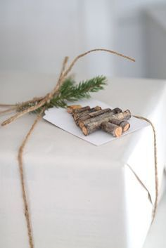 Gifts Wrapping & Package : Cute and quick little Christmas tree gift tag Christmas Tree With Gifts, Noel Christmas, Christmas Gift Wrapping, Little Christmas, Rustic Christmas, Winter Christmas, Holiday Gifts, Christmas Crafts, Christmas Decorations