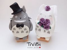 Hey, I found this really awesome Etsy listing at https://www.etsy.com/uk/listing/236650847/custom-wedding-cake-topper-totoro