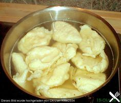 Chefkoch.de Rezept: Mehlklöße, wir kochen in Wasser, dann anbraten in der pfanne, eier darueber und reichen dazu Apfelkompott Das ist ein einfaches Freitagessen