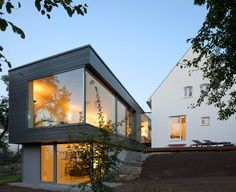 Contemporary Home Design in Nice Exterior and Interior: Beautiful Modern Extension To A Traditional Home Interior With Glass Wall Design Ideas And Flat Roof Decoration Design Exterior, Roof Design, House Design, Design Studio, Glass Wall Design, German Houses, Architecture Résidentielle, Fancy Houses, Art Deco Home