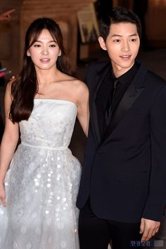 Korean Drama Stars, Korean Star, Desendents Of The Sun, Song Joon Ki, Songsong Couple, Family Songs, Indian Gowns Dresses, Song Hye Kyo, Cute Relationship Goals