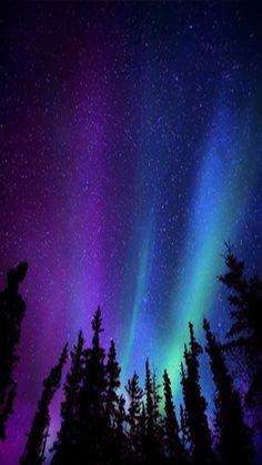 Kuzey ışıkları wallpaper ultra hd aurora borealis v Night Sky Wallpaper, Phone Screen Wallpaper, Dark Wallpaper, Aesthetic Iphone Wallpaper, Galaxy Wallpaper, Nature Wallpaper, Aesthetic Wallpapers, Night Sky Stars, Sky Full Of Stars