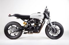 Honda CR450 Cafe Racer LUWAK by Lucca Customs #motorcycles #caferacer #motos | caferacerpasion.com