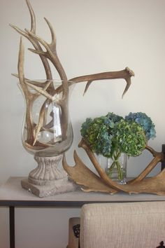 Top 7 Ways to Decorate with Antlers - save on crafts Chalet Chic, Deer Decor, Rustic Decor, Deer Antler Decorations, Decorating With Deer Antlers, Antler Centerpiece, Centerpieces, House Decorations, Centerpiece Ideas