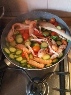 Fettuccine zucchine,scampi e pomodorini