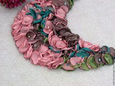 Купить Heather - бледно-розовый, розовый, пепельно-розовый, серо-коричневый, изумрудный, зеленый, колье