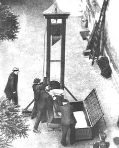 GUILLOTINE EXECUTION Guillotine Execution, Vintage Menu, Occult Art, French Revolution, History Facts, Rare Photos, Military History, World History, Historical Photos