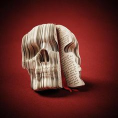 The Adventurer's Diary skull book was created by Souverein for the magazine 3D Artist Online.