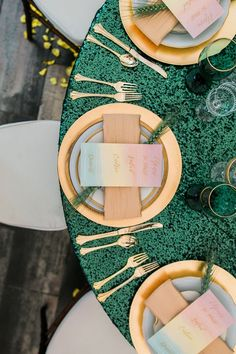 gold and emerald table decor with rainbow menu - wizard of oz wedding inspiration - green and gold wedding tablescape Green Wedding Decorations, Wedding Centerpieces, Gold Wedding Theme, Wedding Ideas, Trendy Wedding, Wedding Pictures, Wedding Bride, Bride Groom, Wedding Inspiration