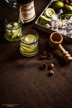 Facilísimo combinado de Frangelico, el famoso licor de avellanas, con zumo de lima. Con instrucciones y fotos paso a paso