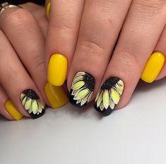 Летний маникюр в желтом цвете с подсолнухами