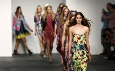Modèles fossé industrie de la mode pour poursuivre Dieu-Plus de modèles font un changement en quittant la piste pour leur foi. Jeunes femmes chrétiennes dans l'industrie de la mode sont rendent compte de leurs croyances centré sur le Christ sont souvent compromises et maintenant ils n'ont pas peur de dénoncer le côté laid de glamour.