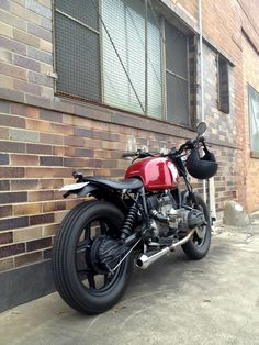 Gasp! This beauty is a BMW, it's a BMW!    Inazuma café racer: Airhead R80