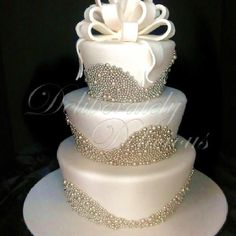 Now this is a classy cake!