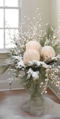 CHRISTMAS CENTERPIECES = take white balloons and white tissue paper. blow up balloons, dip tissue in glue, cover balloons and let dry. cut out a space for battery tea light and use in center pieces. Add some red berries for Christmas! Noel Christmas, Winter Christmas, Christmas Crafts, Vintage Christmas, Outdoor Christmas, Christmas Porch, Christmas Planters, Rustic Christmas, Apartment Christmas
