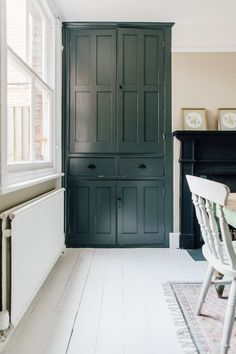 Rebecca's Minimalist Period Home Alcove Cupboard Painted In Farrow And Ball – Light Dining Room In A Period Property With Vintage Furniture Alcove Cupboards, Painted Cupboards, Built In Cupboards Living Room, Alcove Wardrobe, Built In Wardrobe, Painted Wardrobe, Minimalist Dining Room, Minimalist Home, Dining Room Design
