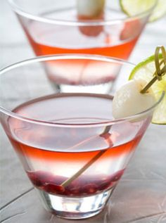Lemon grass lychee martini just sounds deliciously refreshing! Enjoy this new twist on a classic cocktail Lychee Martini, Lychee Cocktail, Strawberry Martini, Lychee Juice, Lychee Fruit, Raspberry Cocktail, Vodka Martini, Martinis, Martini Bar