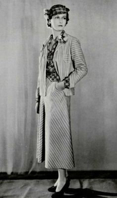 Chanel camel striped velvet suit worn with a hat and blouse in sky blue linen embroidered with black. 1930s Fashion, Chanel Fashion, Vintage Fashion, Vintage Style, Fashion Fashion, 1930s Style, Classic Fashion, Modern Fashion, Ladies Fashion