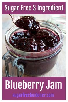Here's a staple for your fridge: sugar free blueberry jam! It's delicious as a spread on low carb bread or as a fruity sauce with yoghurt pancakes or waffles. Sugar Free Desserts, Sugar Free Recipes, Low Carb Desserts, Low Carb Recipes, Sugar Free Jam, Sugar Sugar, Jelly Recipes, Potato Recipes, Vegetable Recipes