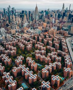 Cityscapes Nyc, Nyc Pics, Amazing Pics, San Francisco Skyline, New York City, New York Skyline, City Photo, Scenery, Earth
