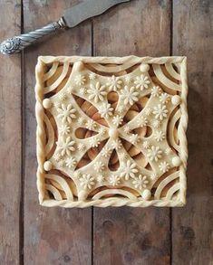 20 Dramatic Must Make Decorative Pie Crust - Kuchen Rezepte 🍰 Creative Pie Crust, Beautiful Pie Crusts, Pie Pictures, Pie Crust Designs, Pie Decoration, Pies Art, Pie Tops, Pie Crust Recipes, Sweet Pie