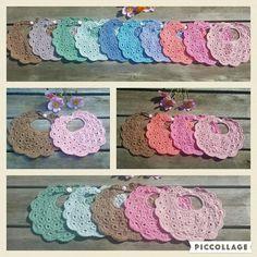Hæklede savlesmække. Crocheted cotton bib, lovely colors Baby bib. Tig isi bebek önlükleri.