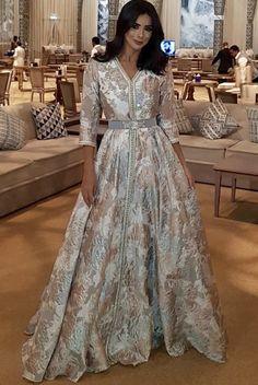 Caftan 2018 Online Sale: Trends of the Season - Marocan Deluxe Caftan Boutique Vente Caf. Modern Hijab Fashion, Abaya Fashion, Fashion Dresses, Kaftan Moroccan, Morrocan Dress, Beautiful Dresses, Nice Dresses, Caftan Dress, Mode Inspiration