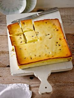 Cheesecake without soil for rotten- Käsekuchen ohne Boden für Faule Cheese cake without soil - Cake Recipe Using Buttermilk, Baking Recipes, Cake Recipes, German Baking, Cheesecake, Austrian Recipes, Gateaux Cake, Low Carb Sweets, Low Calorie Recipes