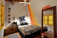 Creative, colourful bedroom. By: Arquitetando ideias.