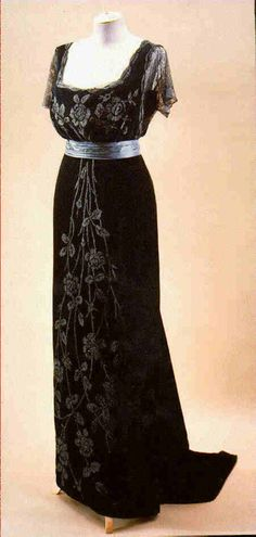 Doucet evening dress ca. 1908.  Classy and beautiful!