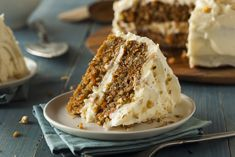 Delicious gluten free carrot cake recipe with sugar free cream cheese frosting. Make in just 30 minutes! Gluten Free Carrot Cake, Vegan Carrot Cakes, Best Carrot Cake, Food Cakes, Cake With Cream Cheese, Cream Cheese Frosting, Carrot Poke Cakes, Gateaux Vegan, No Bake Cake
