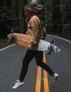 Skateboard Design, Skateboard Girl, Longboard Design, Skateboard Outfits, Summer Aesthetic, Aesthetic Girl, Girl Pictures, Girl Photos, Girls Skate
