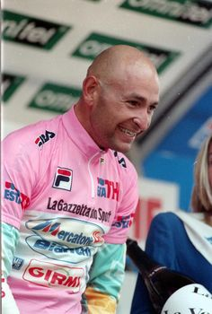 A smiling #Pantani savours his first pink in Selva Val Gardena
