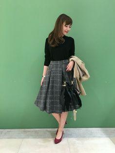 フェミ派OL必見♡フレアスカートでクラシカル女子コーデに - Locari(ロカリ)