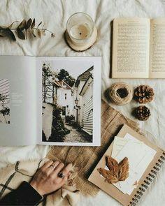蕾拉 / l A Y L A Cozy Aesthetic, Autumn Aesthetic, Brown Aesthetic, Aesthetic Photo, Aesthetic Pictures, Flatlay Instagram, Photo Instagram, Book Instagram, Flat Lay Photography
