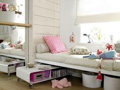Nachttisch unterm Bett