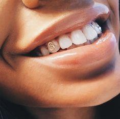 Grillz for the New Year ✨ - - - Bijoux Piercing Septum, Piercing Tattoo, Henna Tattoo Designs, Girl Grillz, Diamond Teeth, Tooth Diamond, Diamond Grillz, Grills Teeth, Tooth Gem