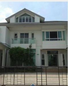 FOR SALE / RENT A FANCY HOUSE ON GOLF COURSE  THB 59,000,000 For Sale / rent a fancy house on the golf course of poet, KHLONG 5 Pathum Thani 249.9 square. ready furniture. 4 bedroom, 5 Bathroom, office, living room, 1 Thai Kitchen, the kitchen, gum. Swimming pools and 2 Jacuzzi Jets Air 10 Wedding garden around the house back. Stuck in the 6 Hole Golf course. Price 59,000,000 baht Rent 350,000 / month