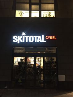 Jag har så otroligt svårt att läsa Ski Total, det blir ngt annat...skit