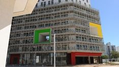 Un experimento de urbanismo colectivo en Villa Soldati  Cómo es la miniciudad que albergará a las delegaciones participantes de los Juegos Olímpicos de la Juventud 2018. Cómo se terminaron los edificios propuestos por cinco estudios de arquitectos distintos.  #DSI #BibliotecaCPAU #Clarín #Urbanismo